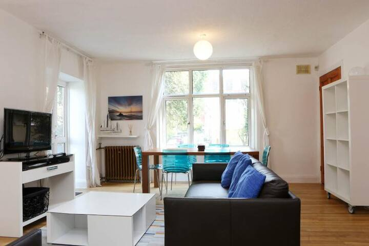 Spacious bright lounge