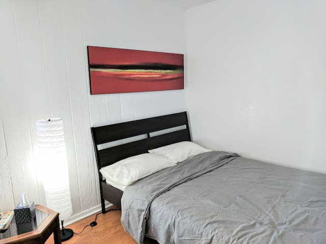Thrifty + comfortable studio near AUS and downtown