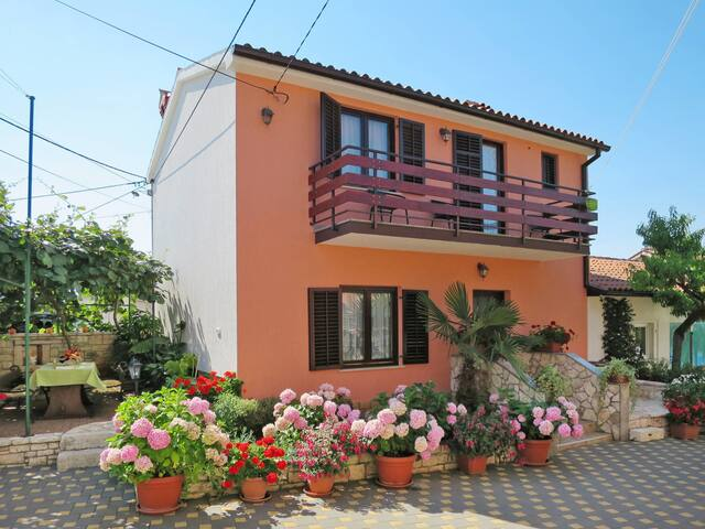 Holiday house Milka with pool and lovely terrace w/ grill