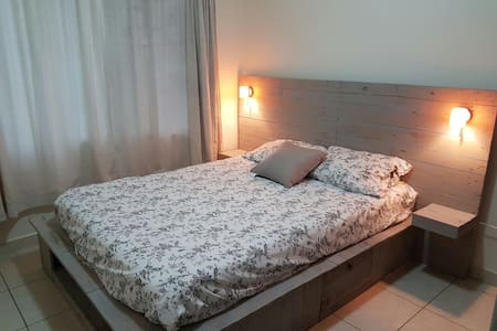 Cozy bedroom, central location in residential area - Apartment