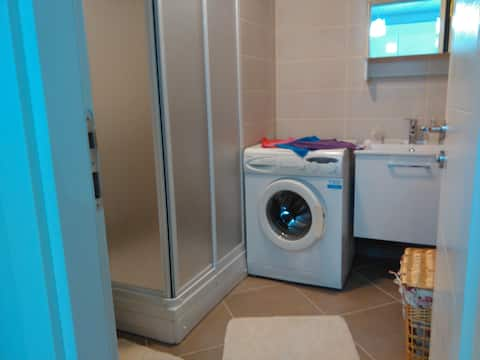 Cozy Safe Site One Bedroom One Livi