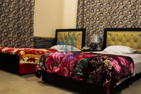 SK Travellers' Inn Near Airport/ Deluxe King Room