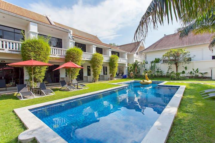 芭提雅高树私人海滩别墅-40卧室豪华别墅