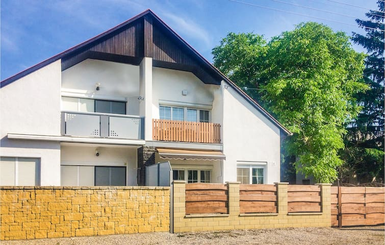 Semi-Detached with 2 bedrooms on 90m² in Vonyarcvashegy