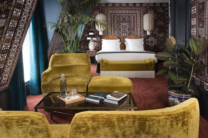Private suite for a timeless Parisian experience