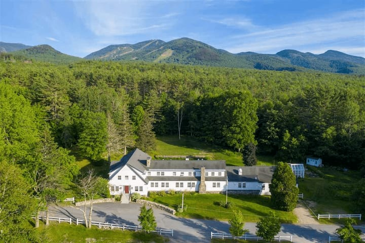 Historic 12 Bedroom Lodge in the White Mountains