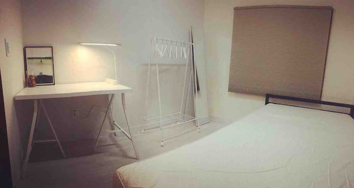 서울의 재개발 지역 구옥에서 찾은 진주(Double Room)