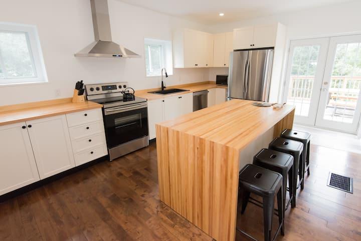 Stylish 4BR Picton Century Home