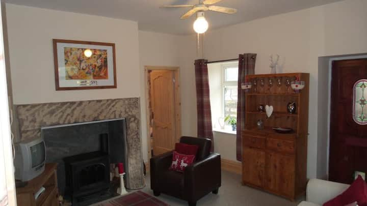 Homely Cottage close to the village of Haworth