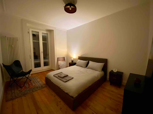 Appartement d'Art - Double Room in Geneva center