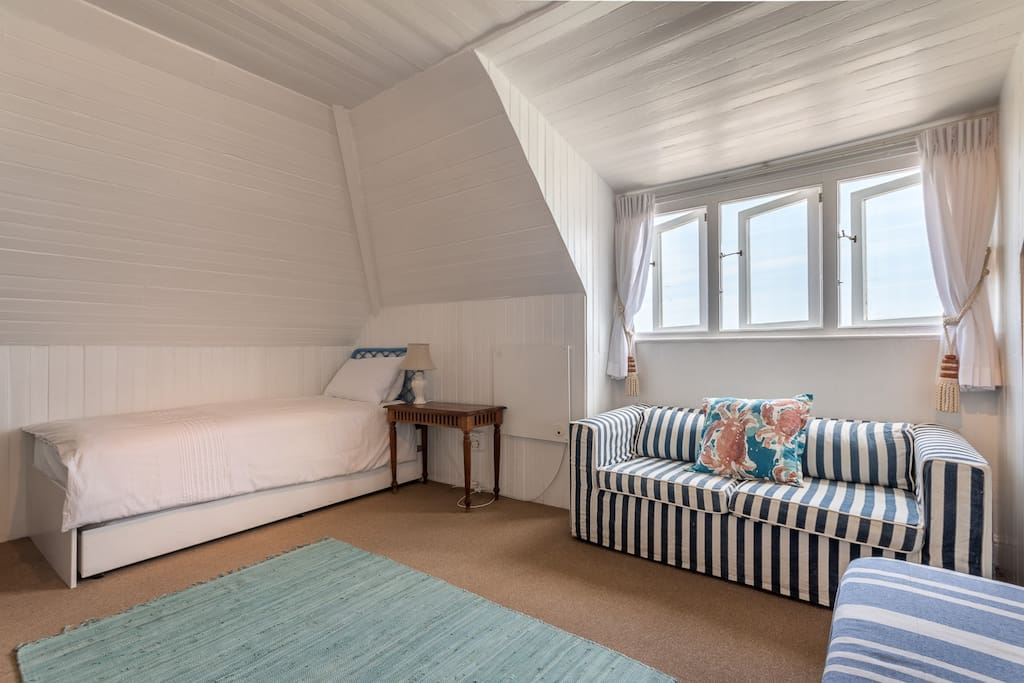 Main Bedroom - Single bed with Pull-out Bed under