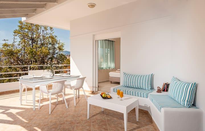Dream Holidays-City Apartment-50m from Sandy Beach