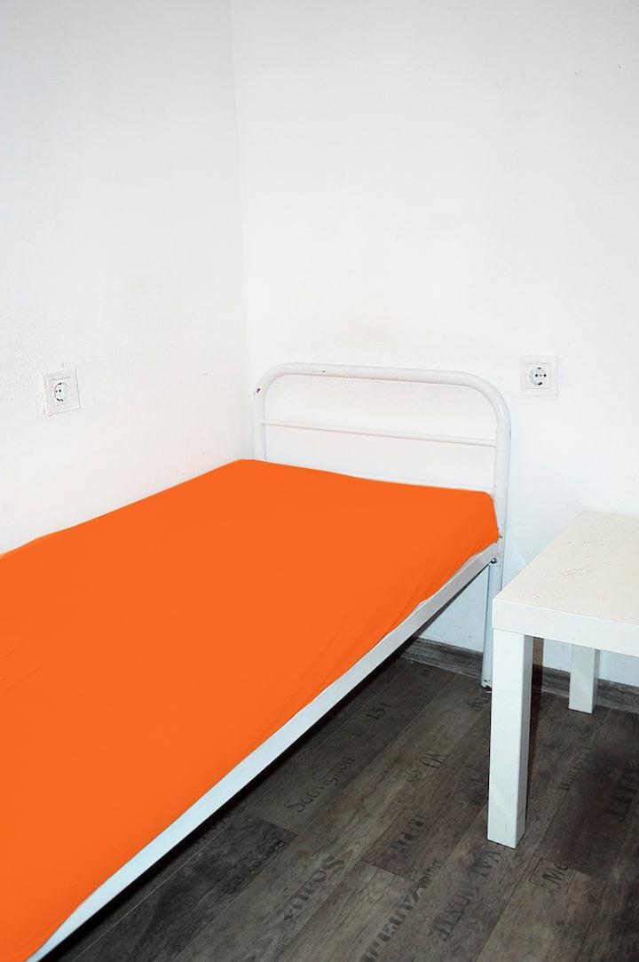 Single room in Hostel Train Station