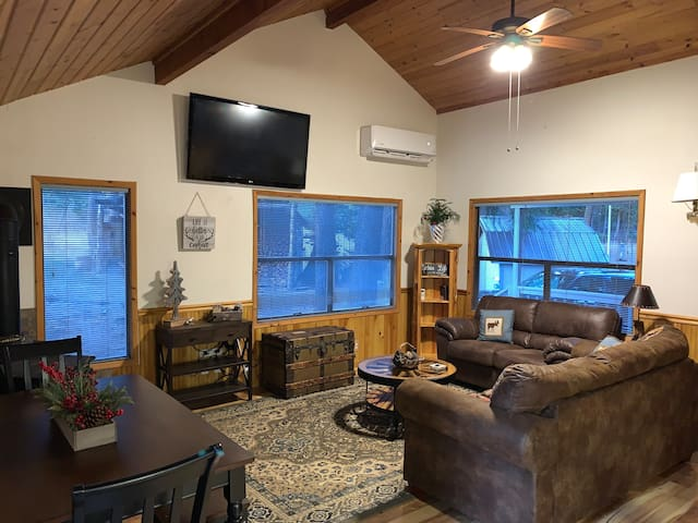 Near Suncadia 2 Bdrm+Loft Cabin: Hot tub, acreage