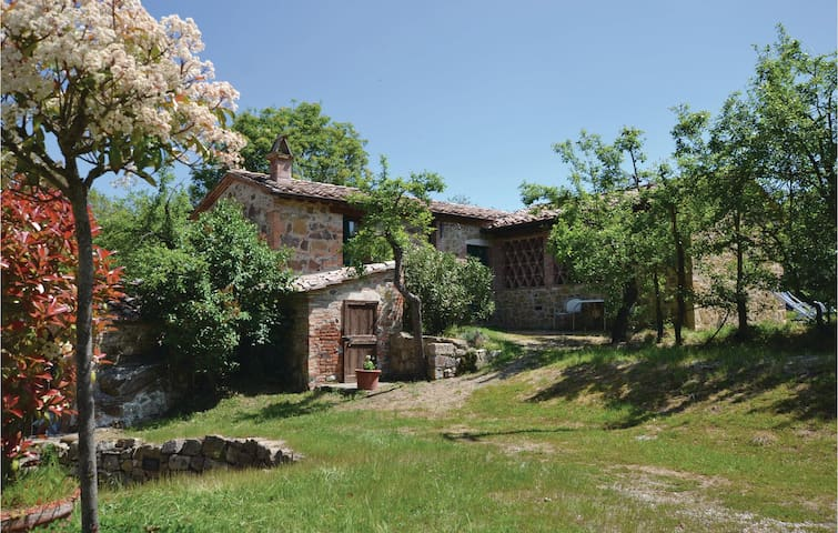 Holiday cottage with 2 bedrooms on 80m² in Montepulciano SI