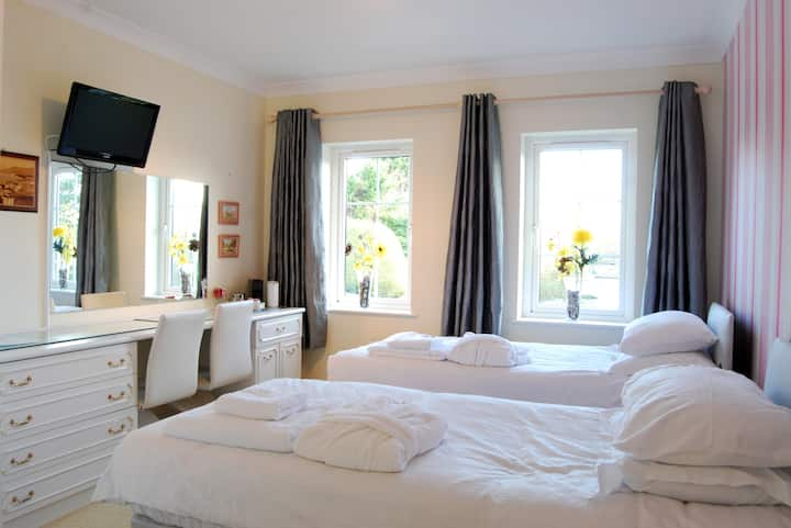 Twin Room w/ Breakfast - Lower Winsford B&B