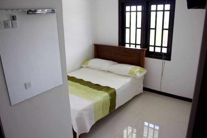 Rm 9 A/C Double, TV  & Lake View - Kataragama - Maison