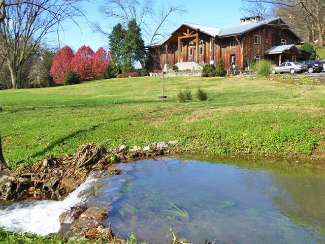 Cascade Hollow Lodge -  for groups, families, etc.