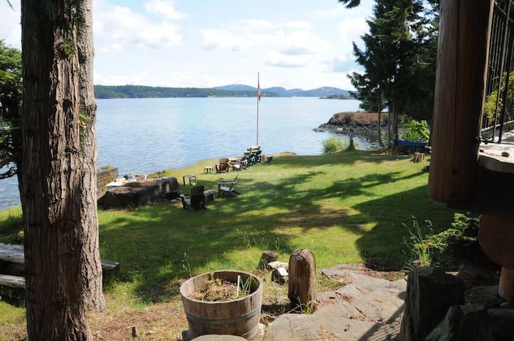 Cusheon Cove Cottage- Loft - Salt Spring Island - Loft