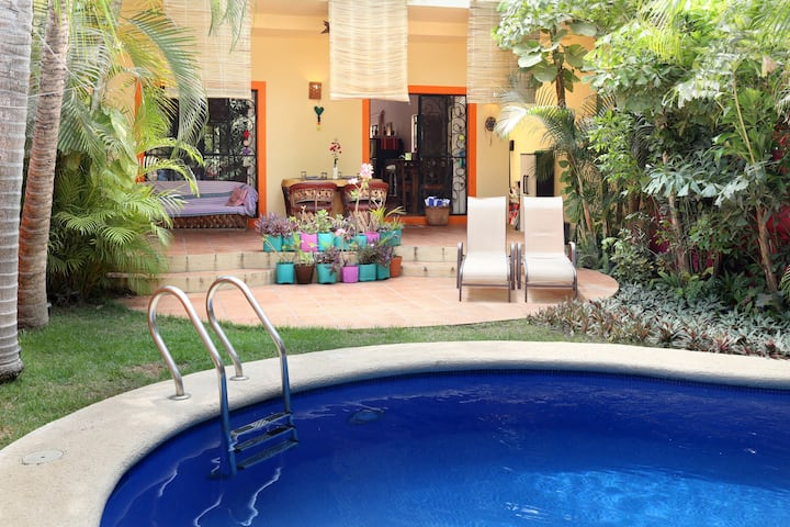 House priv pool&gardn,roof ter, 7min to beach&town