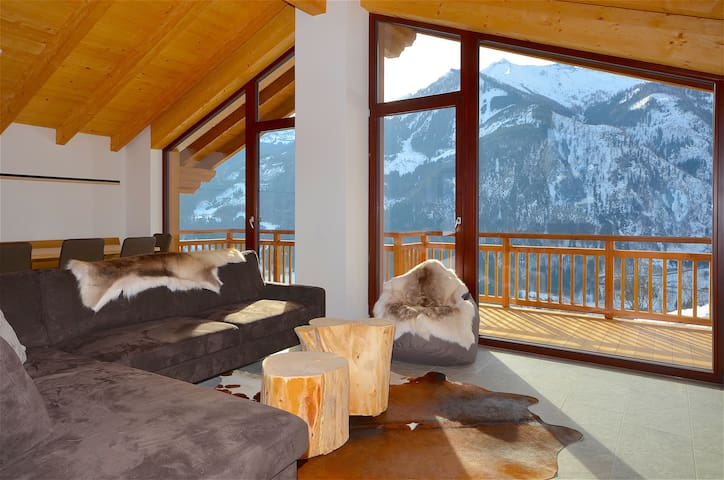 Ski-in/Ski-out Chalet Maiskogel BERGLI - NEW, modern, SAUNA & next to the ski slope