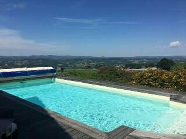 Chambre 3 avec vue panoramique et la piscine