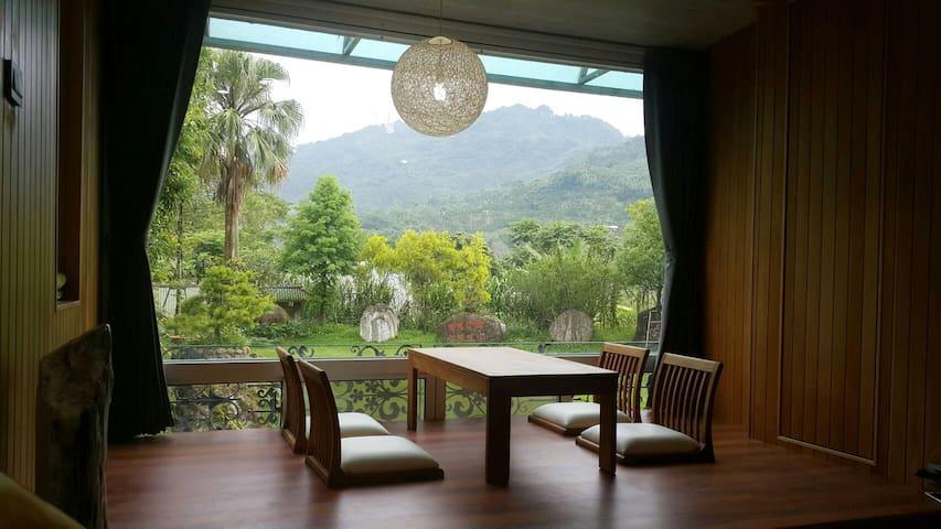日式檜木屋包棟別墅可住10人,額外房客全免,花園可以露營烤肉。白河關子嶺溫泉區旁