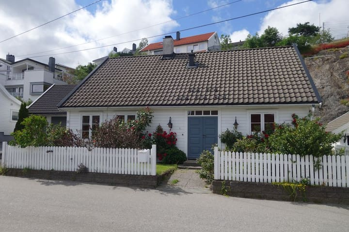 House centrally located in Lillesand