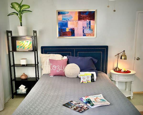 Unique Artsy Suite near Beach w/Breakfast & Extras