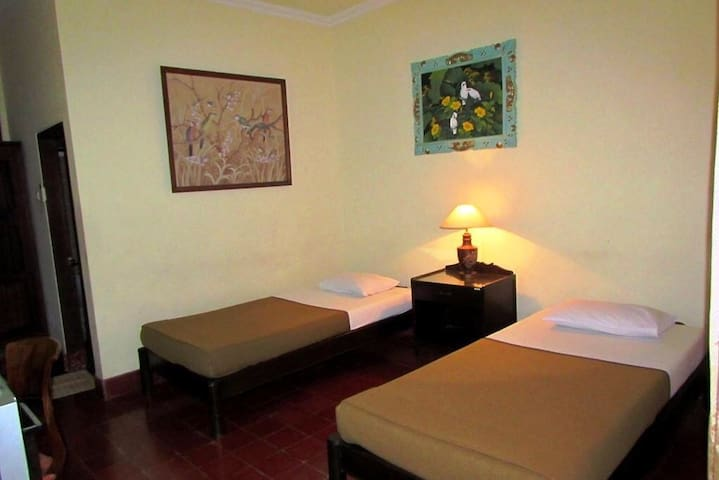 Griya Ayu Inn Twin bed II