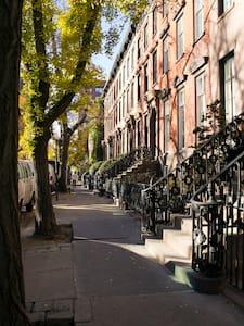 6 Person Apt in Quiet West Village