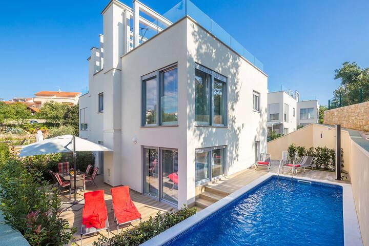 Villa Nika,luxury villa with a swimming pool *****