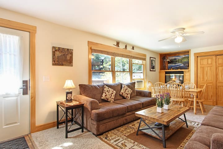 Notchtop Mountain 205 - Put your feet up and relax in this comfortable 1100 sq ft, open concept condo!