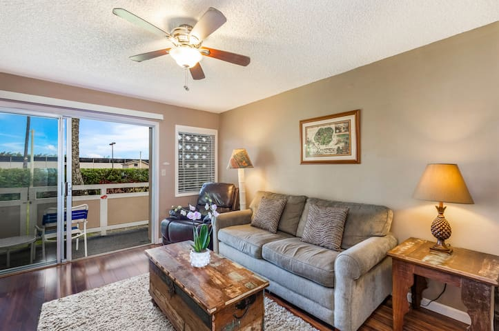 Living Area opens to Private Lanai