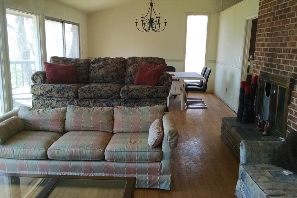 Living room/Dining room, 2 couches (sleeps 2 people)