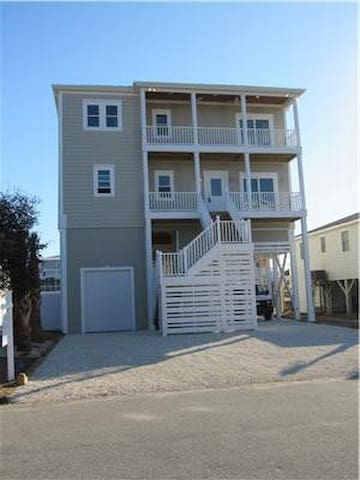 Big Kahuna, REDUCED rates!! canal front, private pool, elevator, FREE golf cart - Holden Beach - Hus