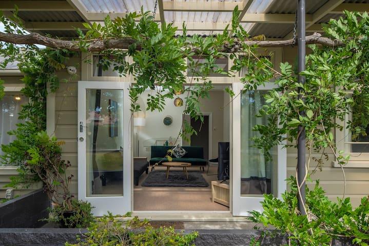 U Studios Masterton: Villa