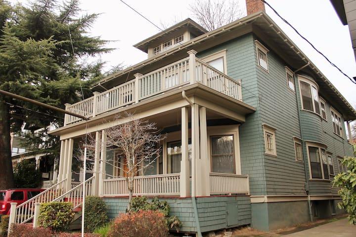 Dahlia House Classic Nob Hill Airbnb