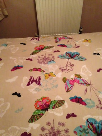 beautiful bedroom clean bedding every 2 weeks all towels supplied