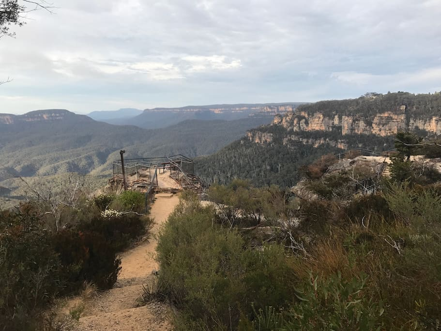 The dramatic escarpment which runs from Wentworth Falls, through Leura and up to Katoomba is not far away