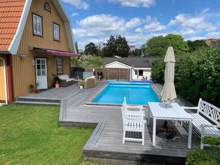 Lovely villa with pool, sauna and fireplace