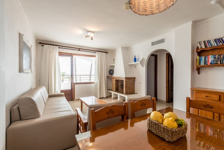 2 bedroom apartment with sea views for 3 persons