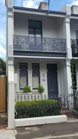 2 Bedroom Terrace House in the heart of the city - Paddington - Rumah
