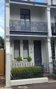 2 Bedroom Terrace House in the heart of the city - Paddington - Ház