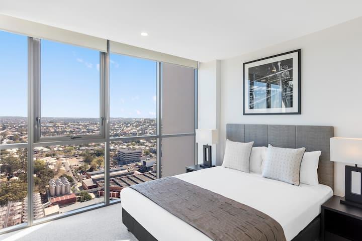 1 Bed Apartment with Balcony near Suncorp Stadium