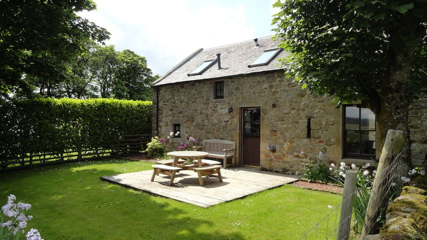 Country Cottage with Views - Gairnshiel Cottage