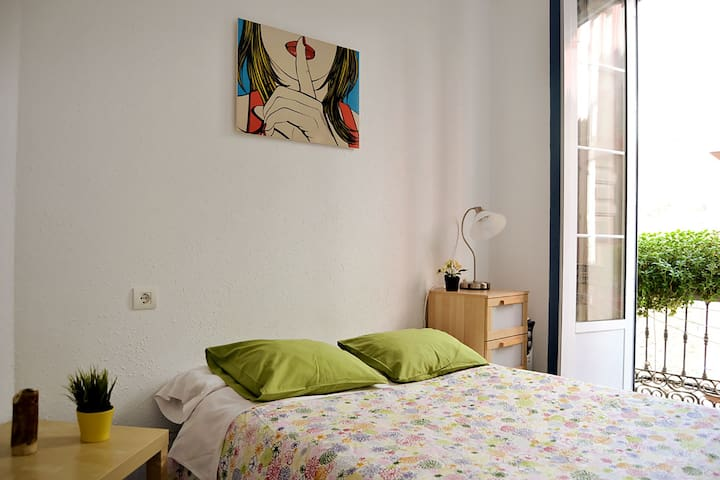 Apartment balcony (2A), Mar y Arte