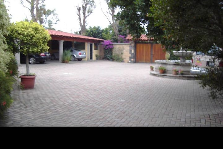 Habitacion independiente en JURICA