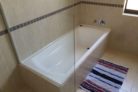 Comfortable rooms in quite area - Carramar - House - 2