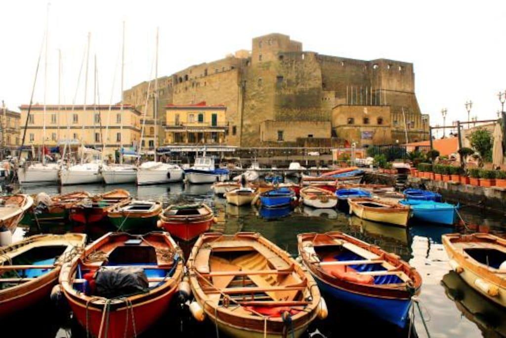 La spettacolare location di Castel dell'Ovo